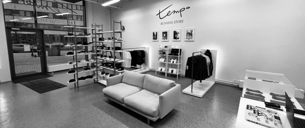 tempo running store sofa